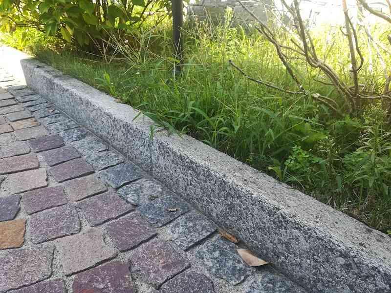 Bordure per giardino pietra bordure per aiuole in pietra e legno ecco le soluzioni pi - Cordoli in legno per giardino ...