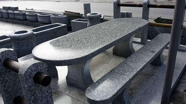 Table et bancs modèle Alneda Orio Antonini